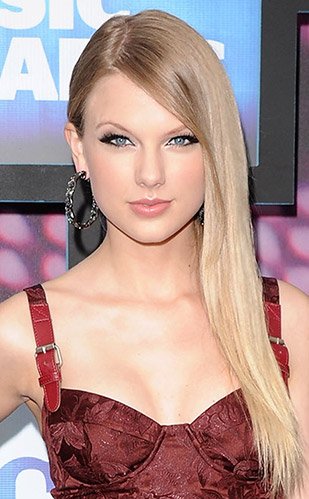Taylor Swift - Long Straight Hairstyle