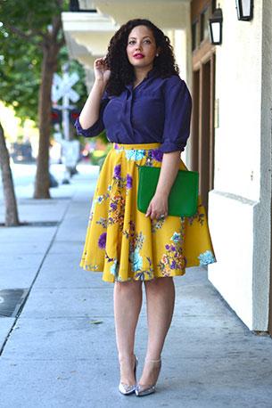 แฟชั่นสาวอวบ เสื้อเชิ้ตน้ำเงิน กระโปรงเหลืองลายดอกไม้