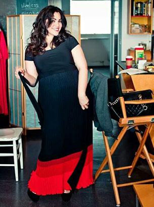 แฟชั่น Plus Size - ชุดเดรสดำชายกระโปรงแดง