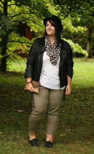 Fashion ผู้หญิงไซส์ใหญ่ เสื้อขาว Jacket หนังดำ ผ้าพันคอลายเสือดาว
