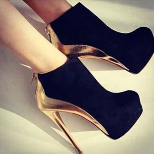 รองเท้าบูทดำส้นทอง