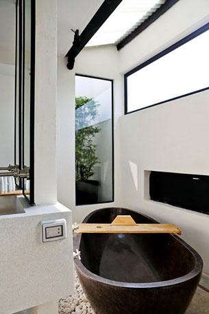 ห้องน้ำ X2 แม่น้ำแคว กาญจนบุรี