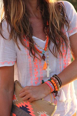 เสื้อคอวีนีออน สีขาว ลายสีส้ม