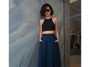 เสื้อสายเดี่ยว Brandy Melville, กระโปรงวินเทจ Shareen Vintage, แว่นตากันแดด Super, รองเท้า Saint Laurent