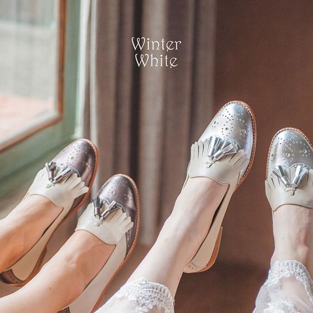 รองเท้าขาวเงิน