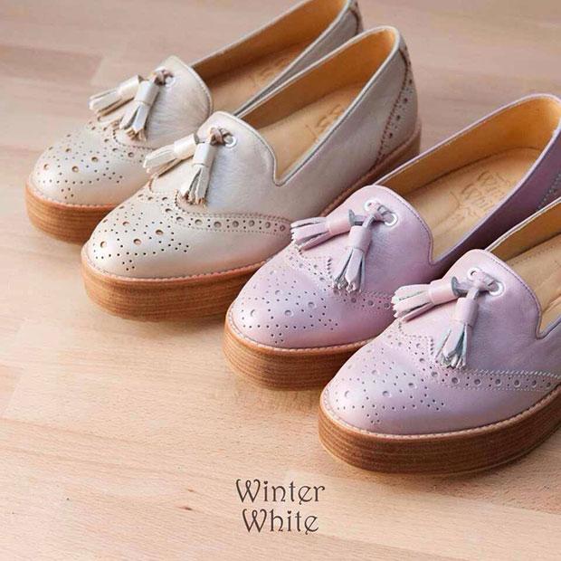 รองเท้าขาว