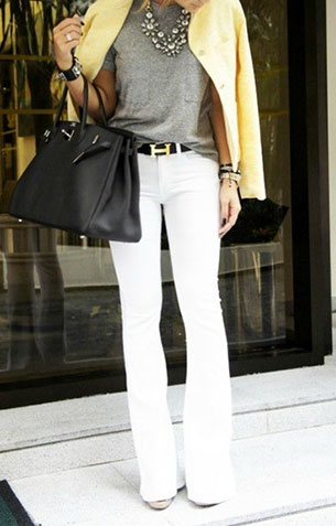 กางเกงยีนส์ขาว ทีเชิ้ตเทา เสื้อคลุมเหลือง