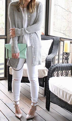 กางเกงยีนส์สีขาว สเวตเตอร์คลุมสีเทา
