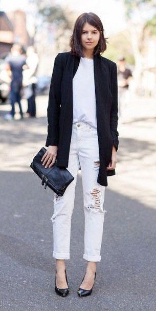 กางเกงยีนส์ขาว เสื้อขาว เสื้อคลุมดำ
