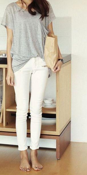 กางเกงยีนส์สีขาว เสื้อยืดสีเทา
