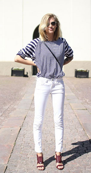 กางเกงยีนส์ขาว เสื้อลายขวางขาวดำ