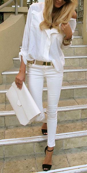 กางเกงยีนส์ขาว เสื้อเชิ้ตขาว กระเป๋าขาว