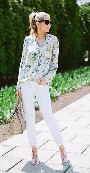 กางเกงยีนส์ขาว เสื้อเชิ้ตลายดอกไม้