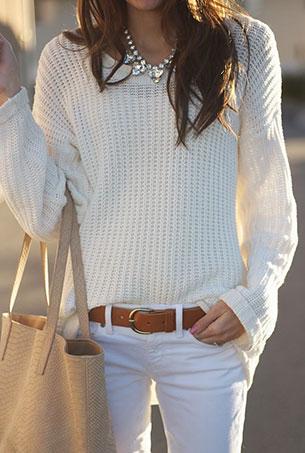 กางเกงยีนส์ขาว เสื้อไหมพรมขาว
