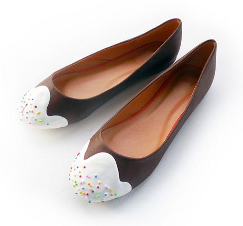 รองเท้าส้นเตี้ย เค้ก ท็อปปิ้งสีขาว