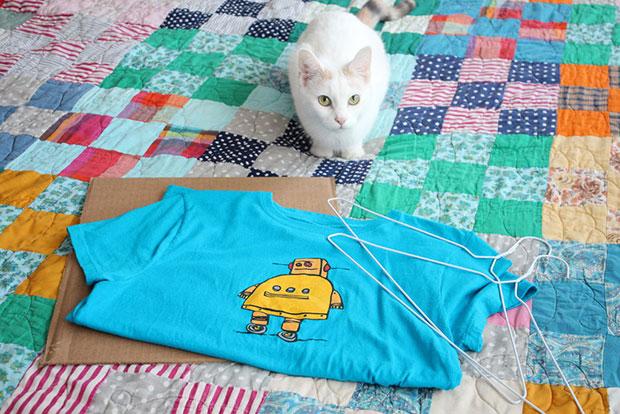 เต็นท์แมว เสื้อยืด ไม้แขวนเสื้อ