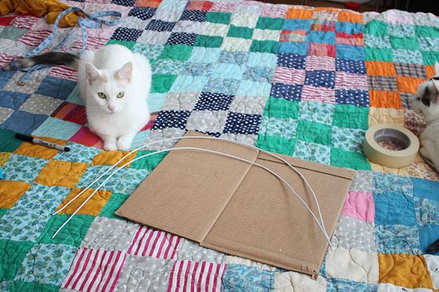 เต็นท์แมว ไม้แขวนเสื้อ