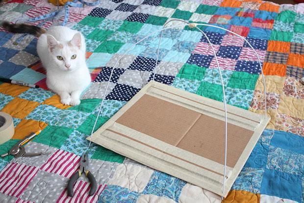 เต็นท์แมว DIY ไม้แขวนเสื้อ