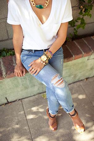 เสื้อขาว กางเกงยีนส์