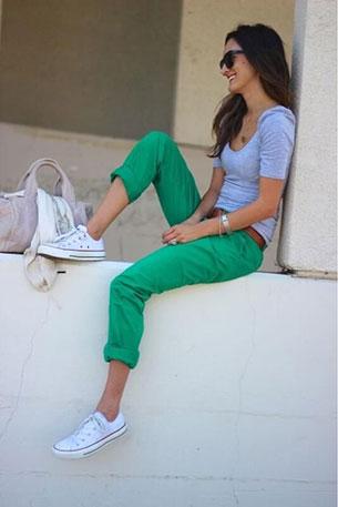 แฟชั่นสีเขียว - เสื้อยืด สีเทา กางเกง สีเขียว