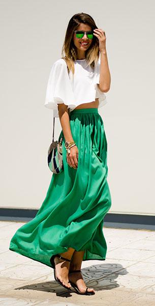 เสื้อเอวลอย สีขาว กระโปรงยาว สีเขียว