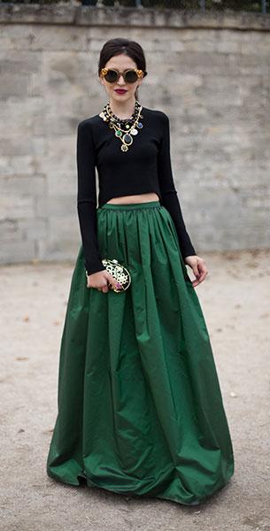 แฟชั่นสีเขียว - เสื้อแขนยาว สีดำ กระโปรงยาว สีเขียว