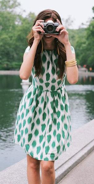 เสื้อแฟชั่น สีขาว ลายสีเขียว