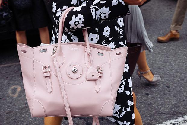 กระเป๋าแฟชั่น สีชมพูอ่อน