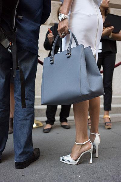 กระเป๋า สีฟ้าเทา