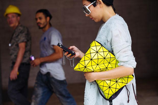 กระเป๋า สีเหลืองดำ