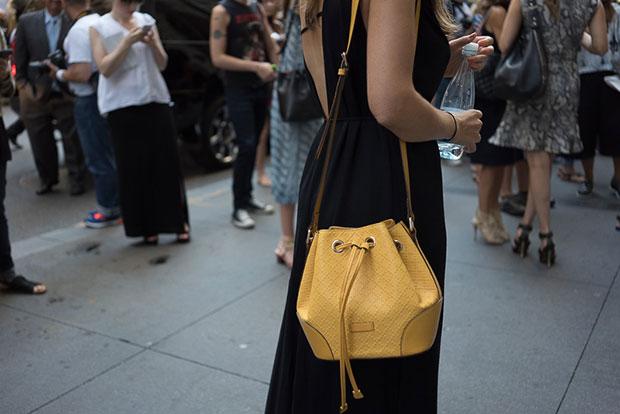 กระเป๋า สีเหลือง