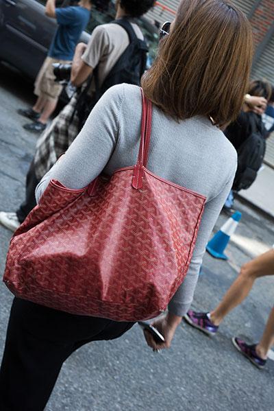 กระเป๋า สีแดง
