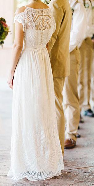 ชุดแต่งงานเรียบๆลายลูกไม้
