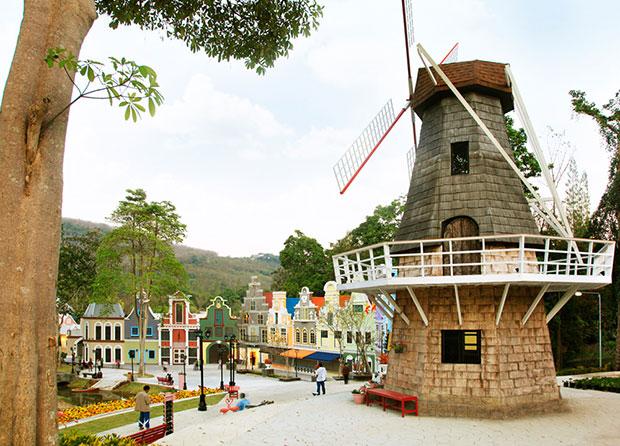 หมู่บ้านฮอลแลนด์