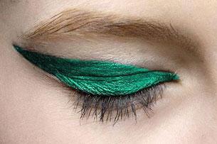 เขียนตา สีเขียวมรกต