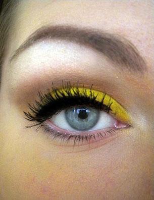 เขียนตา สีเหลือง