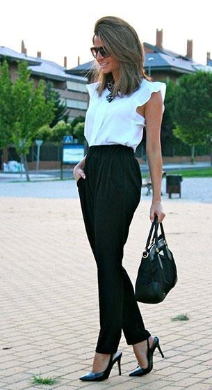 เสื้อขาว กางเกงดำ