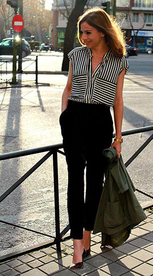 เสื้อแขนกุดขาวดำ กางเกงสีดำ