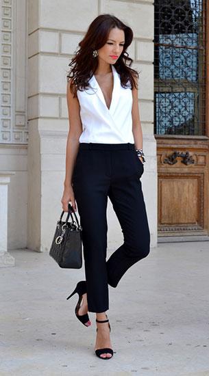 เสื้อแขนกุดขาว กางเกงดำ