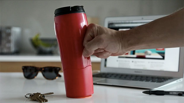 แก้วกาแฟปัดไม่ล้ม
