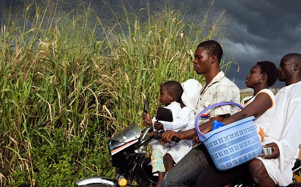 แอฟริกา ซ้อนมอเตอร์ไซค์ เกินจำนวน