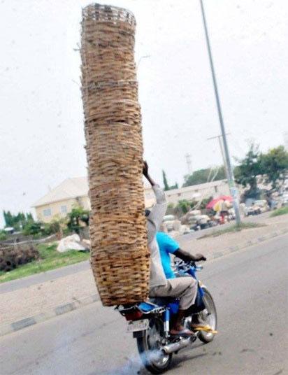 แอฟริกา มอเตอร์ไซค์ขนตะกร้า เกินขนาด