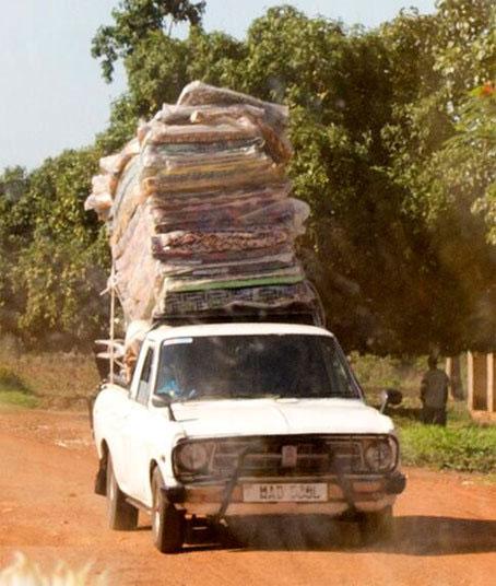 บรรทุกของเกินน้ำหนัก - แอฟริกา รถขนเบาะ เกินขนาด