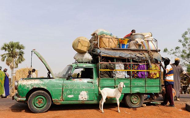 Africa รถขนของ เกินขนาด