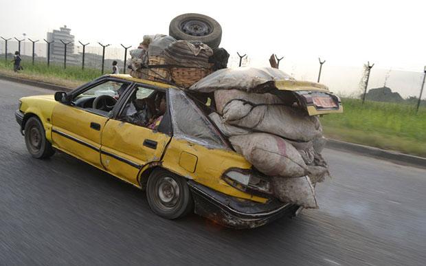 Africa รถยนต์ขนของ เกินขนาด