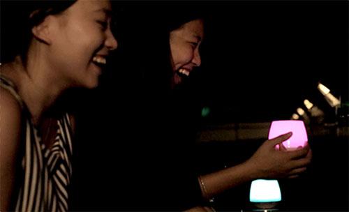 PlayBulb โคมไฟ เคลื่อนย้ายสะดวก