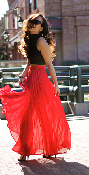 กระโปรง Maxi Bebe สีแดงส้ม เสื้อ Forever 21 รองเท้า Zara แว่นตากันแดด Dior