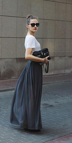 กระโปรง Maxi Zara สีเทา เสื้อยืด H&M กระเป๋า Asos รองเท้า H&M แว่นตากันแดด Dolce & Gabbana
