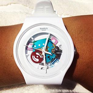 นาฬิกา Swatch กรอบขาว สายขาว เข็มขาว หน้าปัดใส เฟืองเขียวแดงชมพู