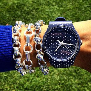 นาฬิกา Swatch กรอบดำลายจุดขาว หน้าปัดดำลายจุดขาว สายดำลายจุดขาว เข็มขาว